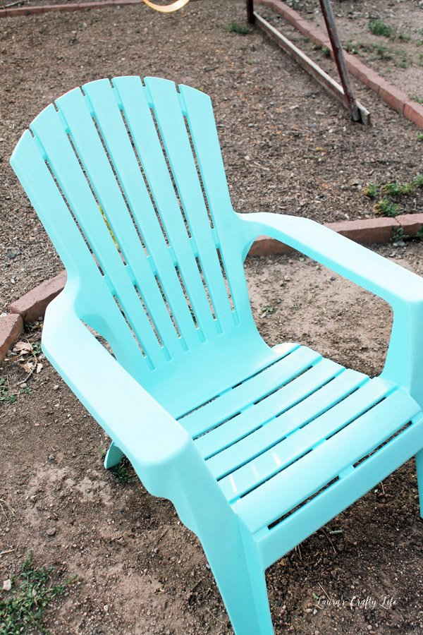 spray paint plastic chairs laura 39 s crafty life. Black Bedroom Furniture Sets. Home Design Ideas